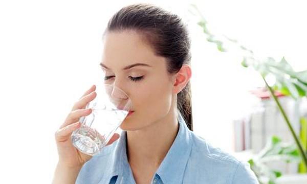 Uống nước đủ 2 lít / ngày  rất tốt cho cơ thể
