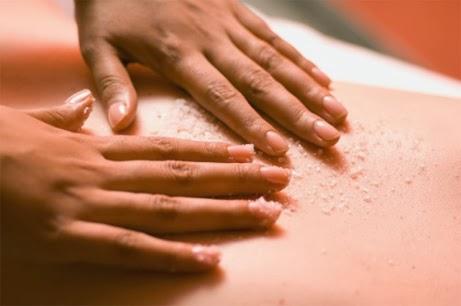 Massage bụng bằng muối là cách giảm mỡ bụng nhanh mà nhiều người áp dụng